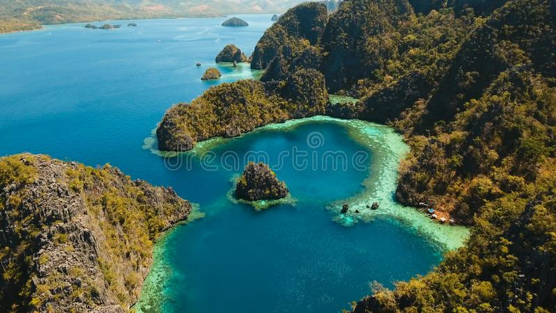 Лагуна Beautyful в озере Kayangan, Филиппинах, Coron, Palawan стоковая фотография rf