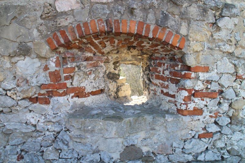 Лазейка в стене замка Ãn  TrenÄ стоковое фото rf