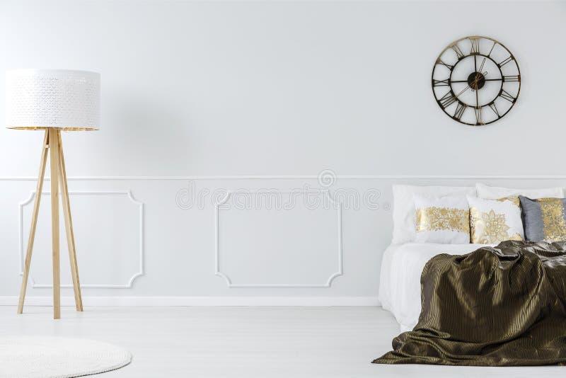 Лампа в спальне гостиницы стоковые изображения