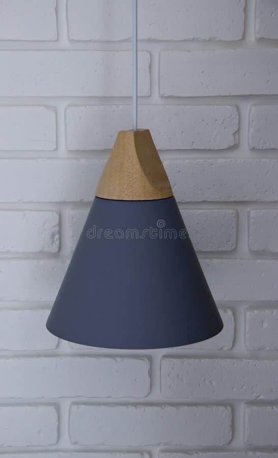Лампа в форме конуса против стоковые изображения rf