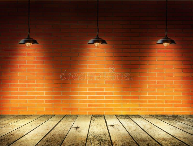 Лампа на кирпичной стене с земной древесиной стоковые изображения rf