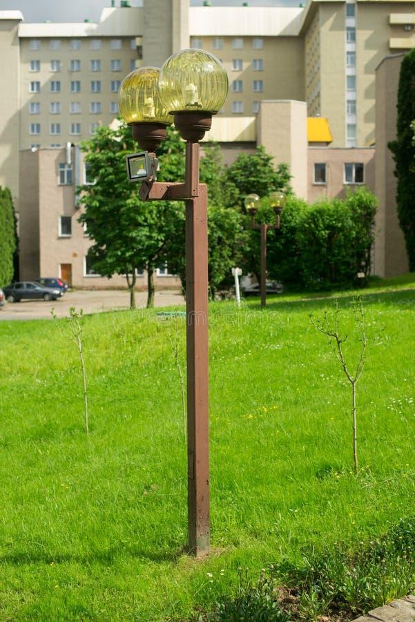 Лампа на улице штендеры с освещением уличный фонарь стоковое изображение