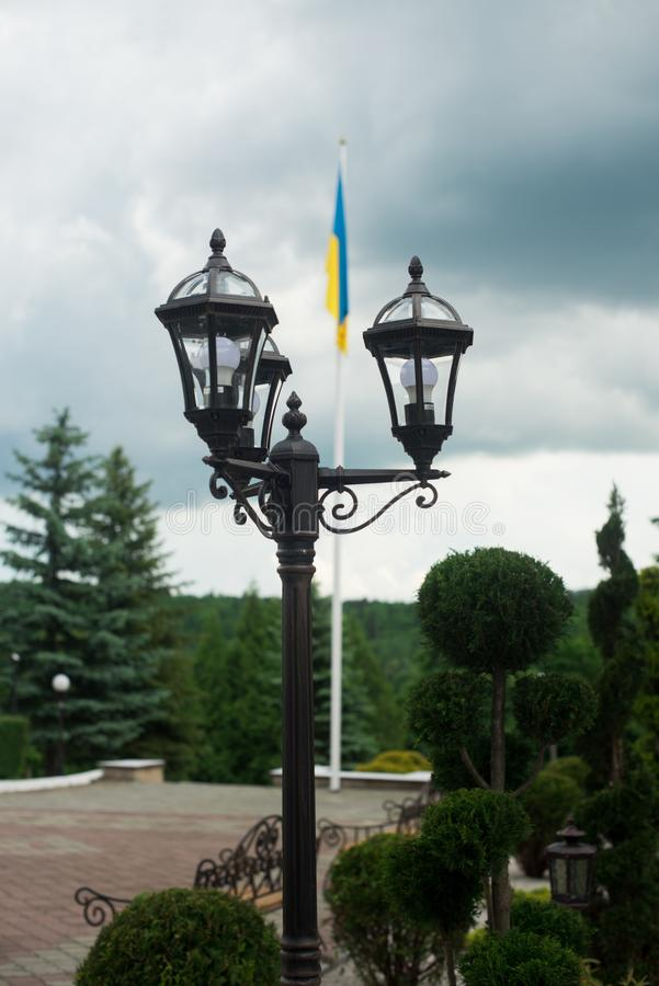 Лампа на улице штендеры с освещением уличный фонарь стоковые фото