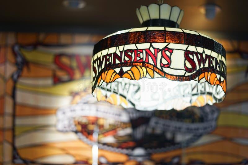 Лампа Swensen в магазине мороженого Swensen стоковые изображения