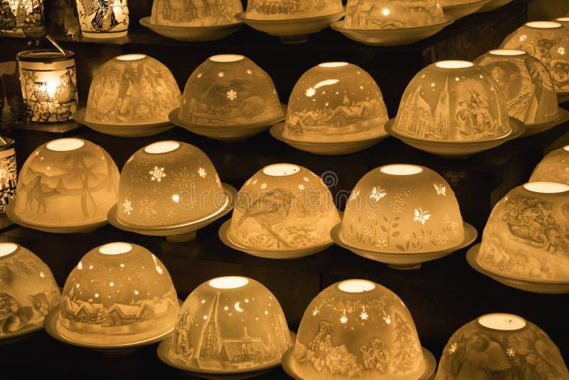 Лампы на рождественской ярмарке стоковое фото rf