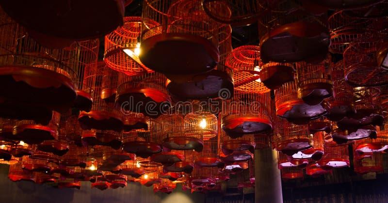 Лампы установили в birdcage стоковые фотографии rf
