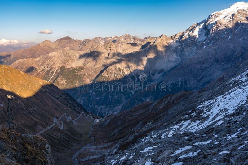 ландшафта Италии gavia dei corno предпосылки alps 3360m tre stelvio signori пика пропуска парка ortler высокогорного высокого нац стоковое фото rf