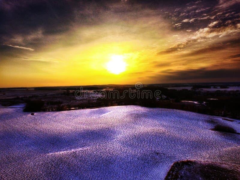 Ландшафты зимы на заходе солнца стоковая фотография rf