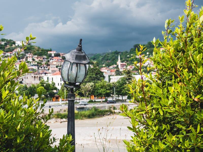 Ландшафт взгляда высокого угла от старого замка исторического города Berat в Албании стоковые фотографии rf