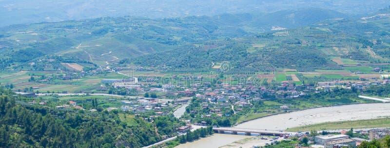 Ландшафт взгляда высокого угла от старого замка исторического города Berat в Албании стоковое изображение rf