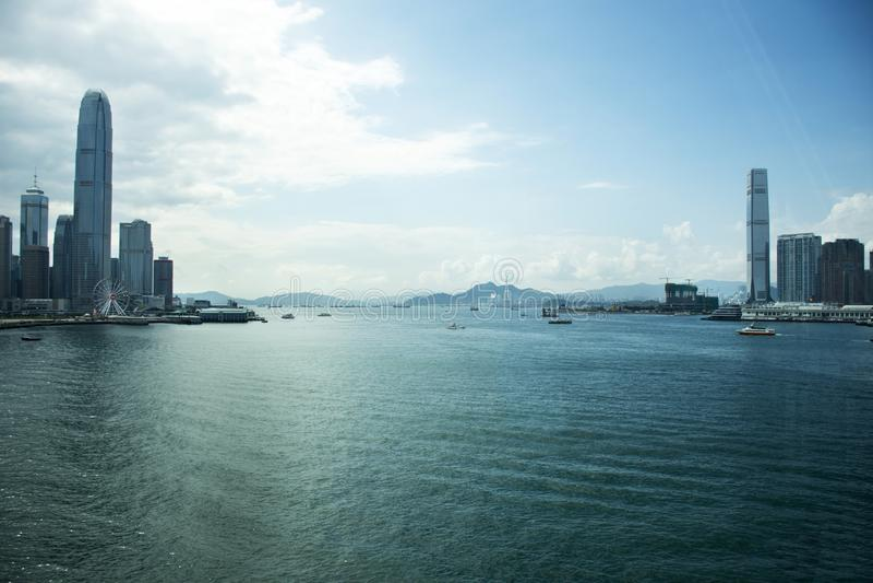 Ландшафт взгляда и городской пейзаж острова Гонконга и Kowloon на в Гонконге, Китае стоковое фото rf