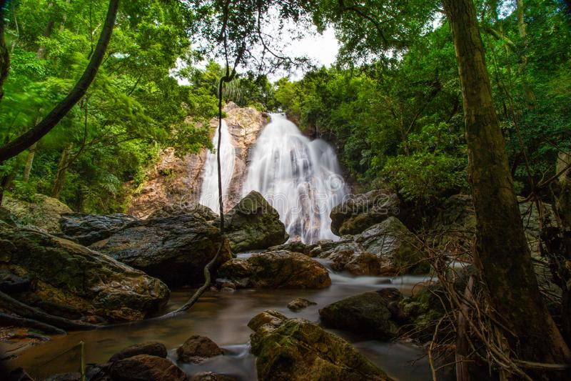 Ландшафт водопада Namaung на samui koh в Таиланде стоковое фото rf