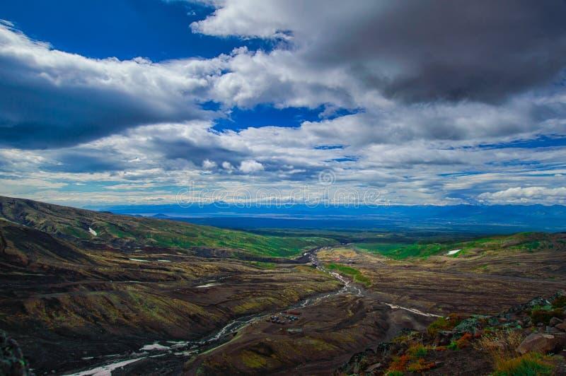 ландшафт вулканический Вулкан Avachinsky - действующий вулкан Камчатского полуострова Россия, Дальний восток стоковое изображение