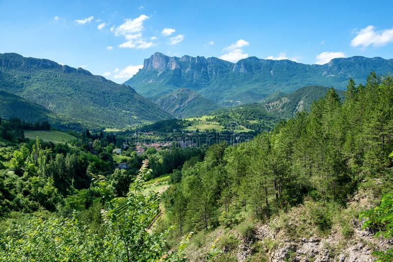 Ландшафт горы в Drome в Франции стоковые фотографии rf
