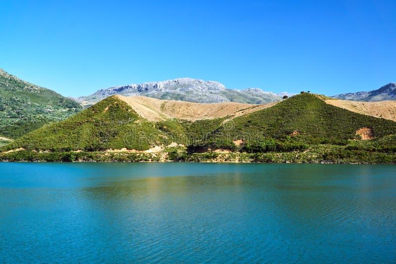 Ландшафт горы над резервуаром запруды Amari стоковое фото