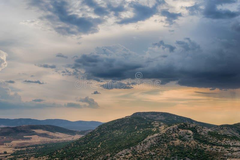 Ландшафт горы на заходе солнца mancha la Кастилии Испания стоковая фотография