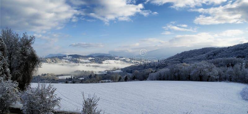 Ландшафт горы с снегом в зиме стоковые изображения