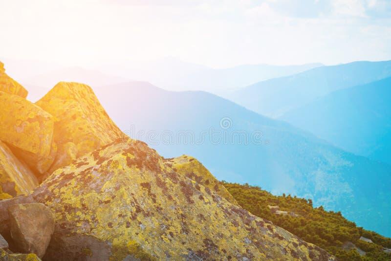 Ландшафт горы холмов горы красивый, в горах стоковые фотографии rf