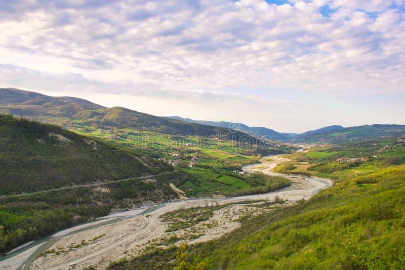 Ландшафт долины nure в холмах эмилия-Романьи стоковые изображения