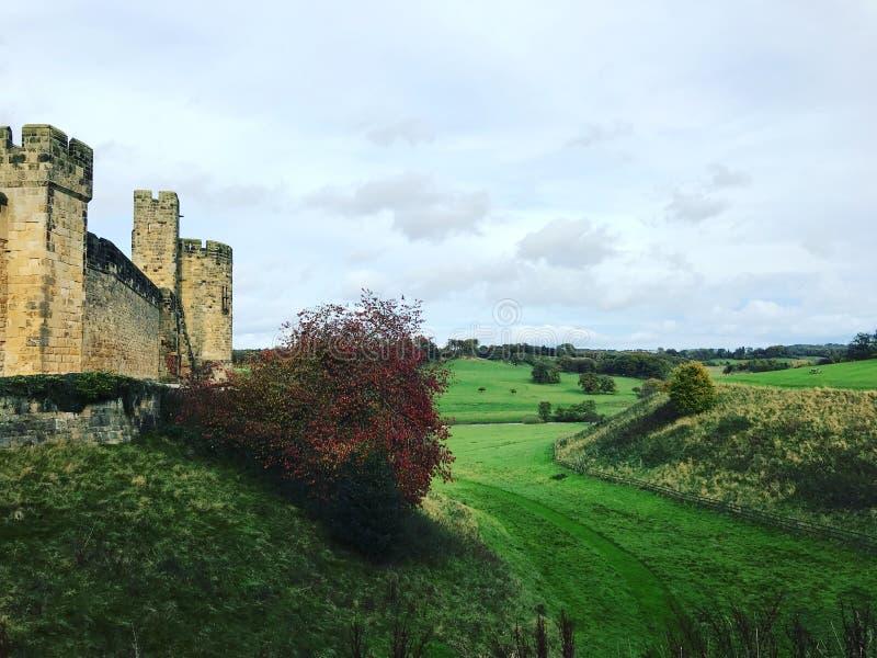 Ландшафт замка Alnwick в Ньюкасл стоковые изображения