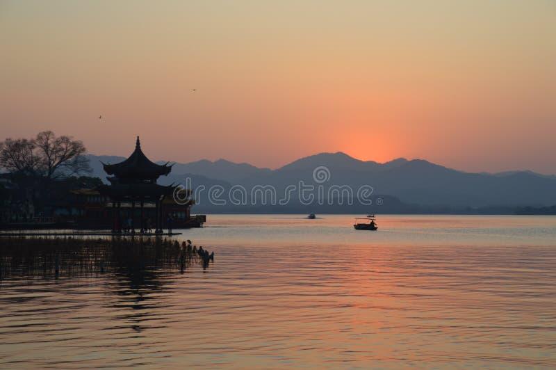 Ландшафт западного озера Ханчжоу сценарный стоковое фото rf
