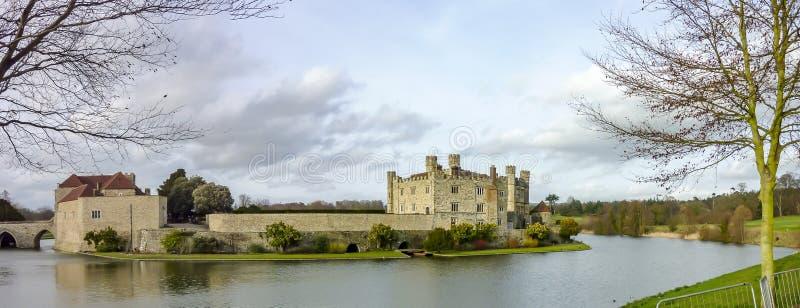 Ландшафт зимы в Англии, Замке Лидс Красивый английский замок, Мейдстон, Кент стоковое изображение