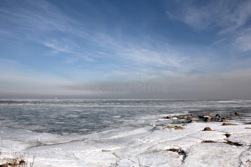 Ландшафт зимы на море стоковая фотография rf