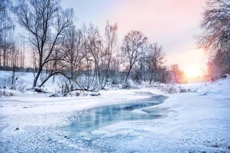 Ландшафт зимы на реке стоковые изображения