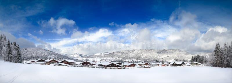 Ландшафт зимы панорамы, горные вершины, лыжа, chiemgau стоковое изображение rf