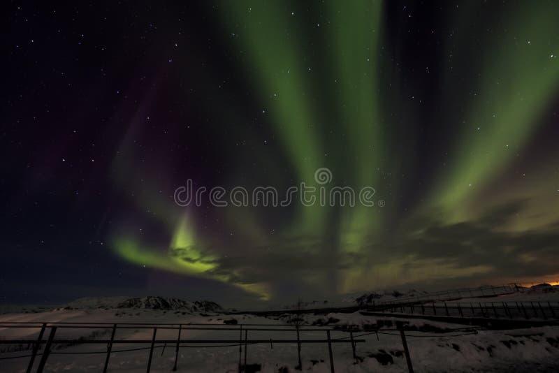 Ландшафт зимы, северное сияние на ноче в Исландии стоковая фотография