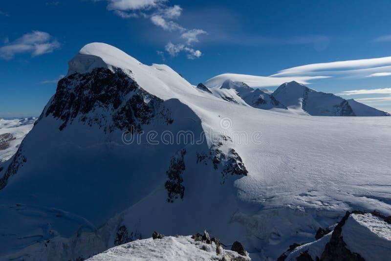 Ландшафт зимы швейцарца Альпов и держателя Breithorn, Швейцарии стоковое изображение