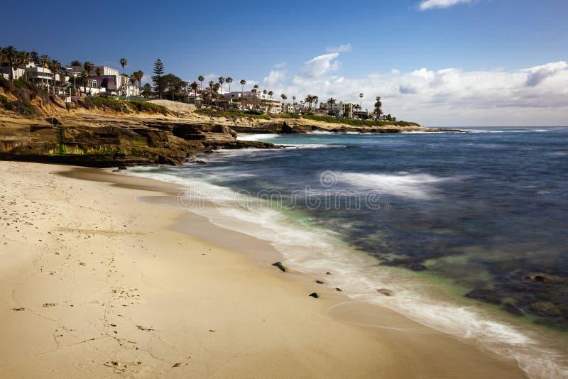 Ландшафт и скалы пляжа бухты La Jolla в Калифорнии стоковое изображение