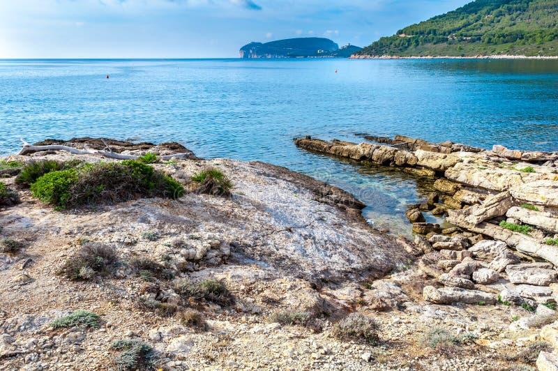Ландшафт каподастра Caccia от побережья стоковые фото