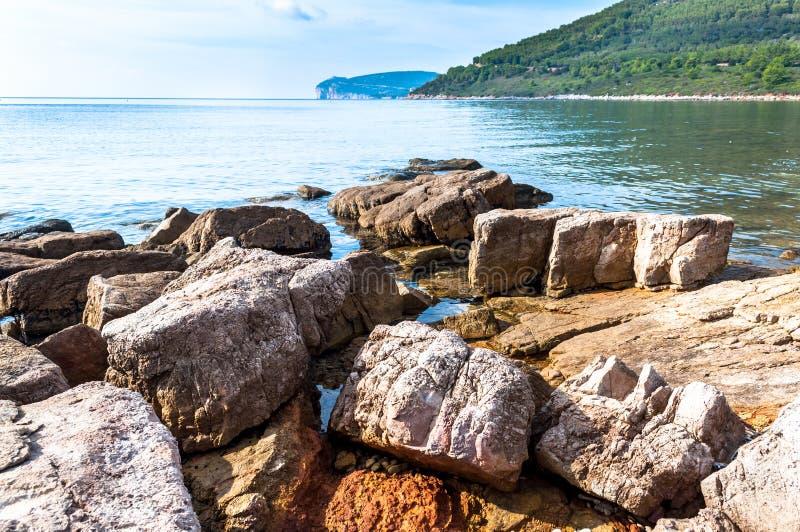 Ландшафт каподастра Caccia от побережья стоковое изображение