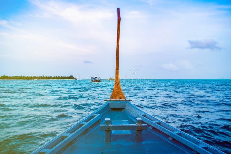 Ландшафт красивого захода солнца в Мальдивах стоковые фотографии rf