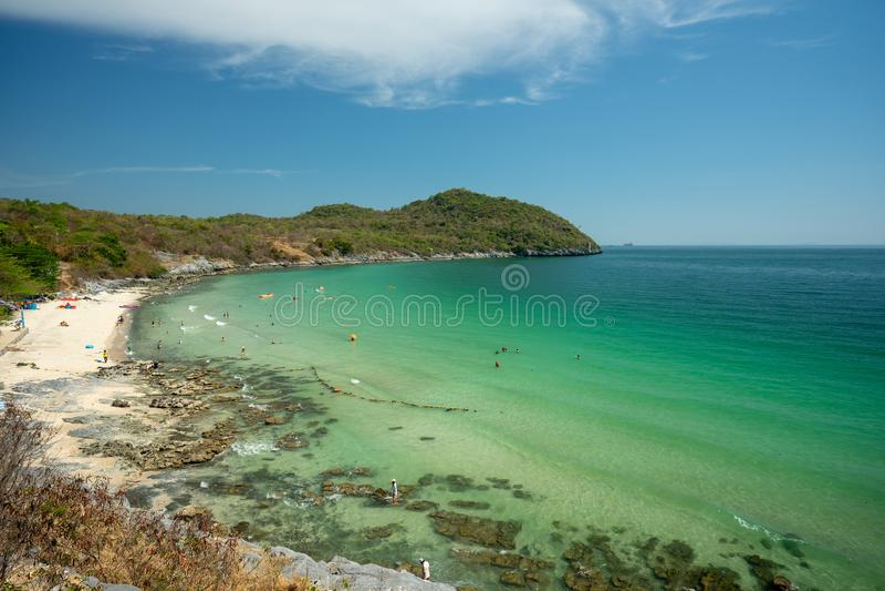 Ландшафт моря на пляже пропуска ада Koh Si Chang, Chonburi, Таиланда стоковая фотография