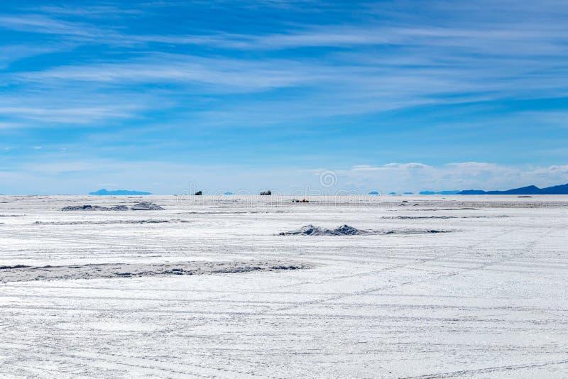 Ландшафт неимоверно белого соли плоского Салара de Uyuni, между Андами на юго-западе Боливии, Южная Америка стоковая фотография rf