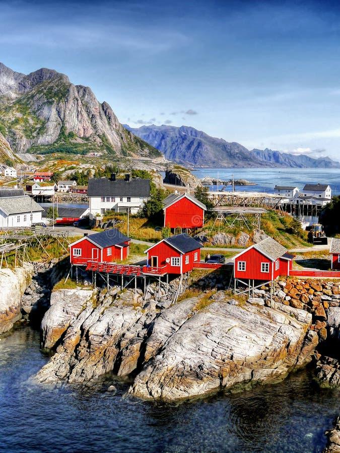 Ландшафт Норвегии, рыбацкий поселок, любимые острова Lofoten стоковое изображение rf
