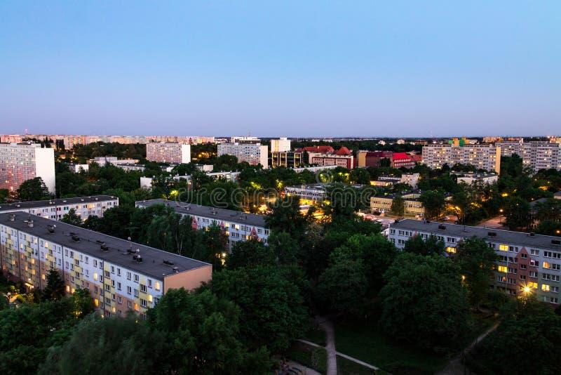 Ландшафт ночи города Wroclaw, дома от высоты стоковое изображение rf