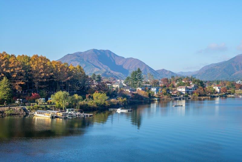 Ландшафт озера Kawaguchiko около Mount Fuji стоковые изображения rf