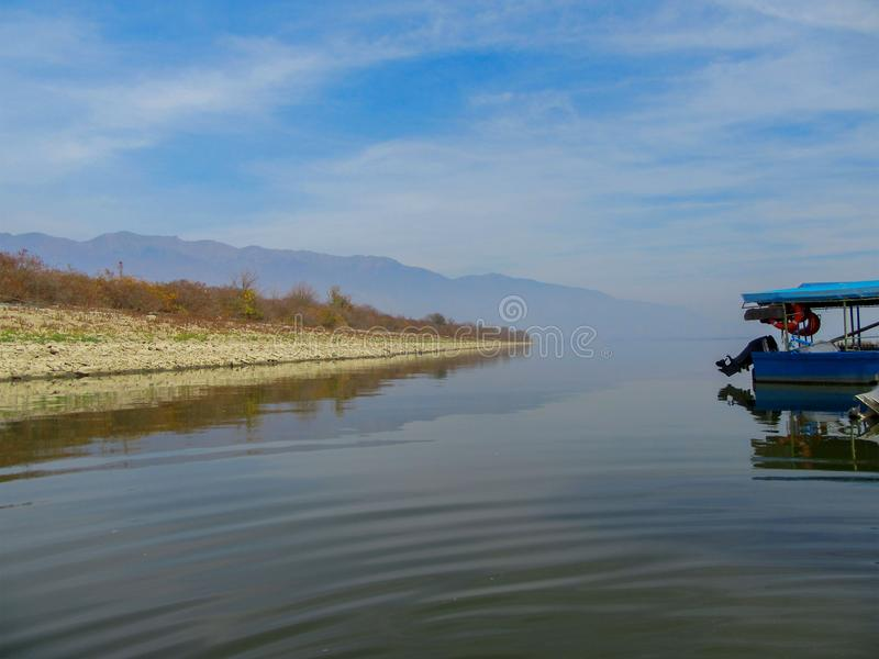 Ландшафт озера Kerkini с отражениями, Греции стоковое изображение rf