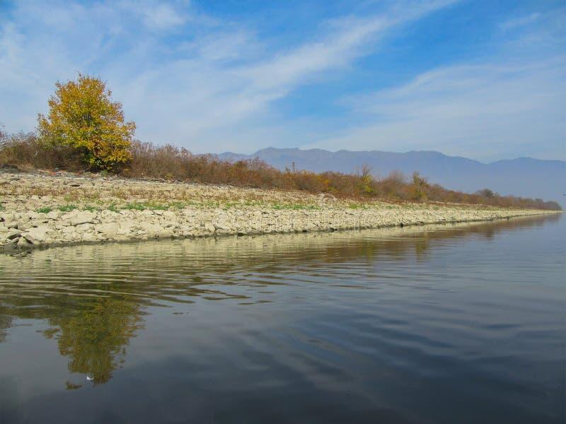 Ландшафт озера Kerkini с отражениями Северная Греция стоковое изображение
