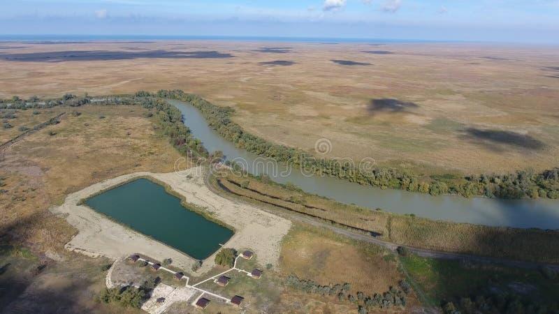 Ландшафт около моря Азова, реки, искусственного озера и открытых пространств для охотиться и удить стоковое изображение