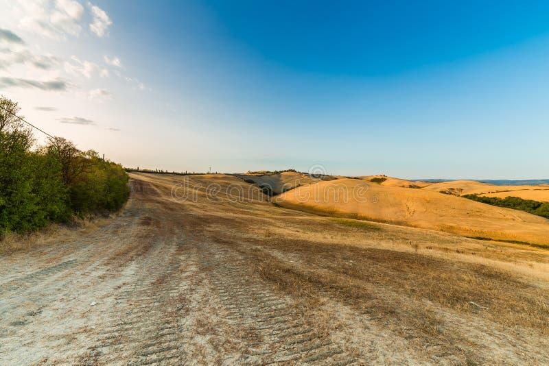 Ландшафт оранжевой сельской местности глины стоковые фото