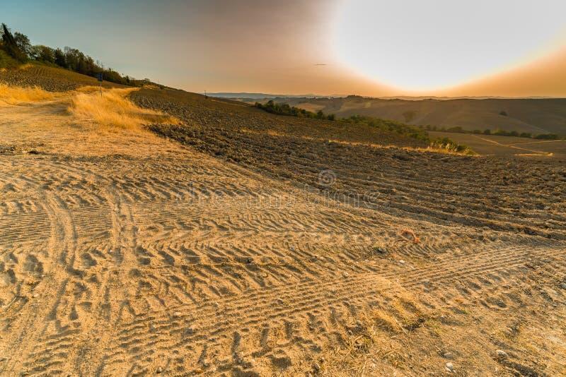 Ландшафт оранжевой сельской местности глины стоковая фотография
