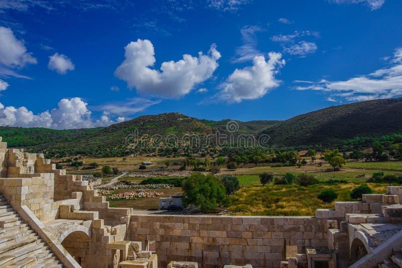 Ландшафт от Bouleuterion в древнем городе Patara Pttra Актовый зал публики Lycia Kas, Анталья, Турция стоковые изображения rf