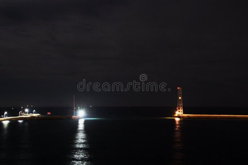Ландшафт, панорамные взгляды береговой линии и порт от корабля на анкере и в порте стоковая фотография