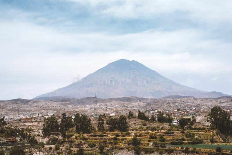 Ландшафт пригорода Arequipa стоковые фотографии rf