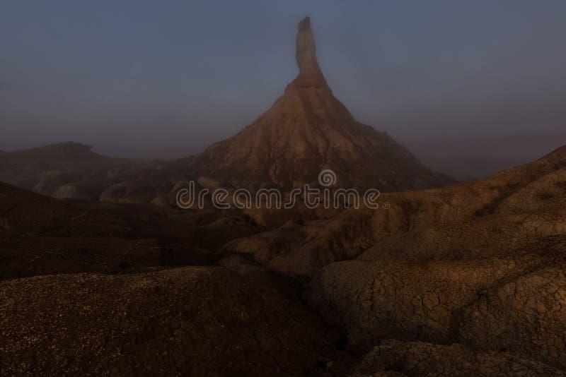 Ландшафт пустыни в туманном утре в Bardenas Reales стоковая фотография