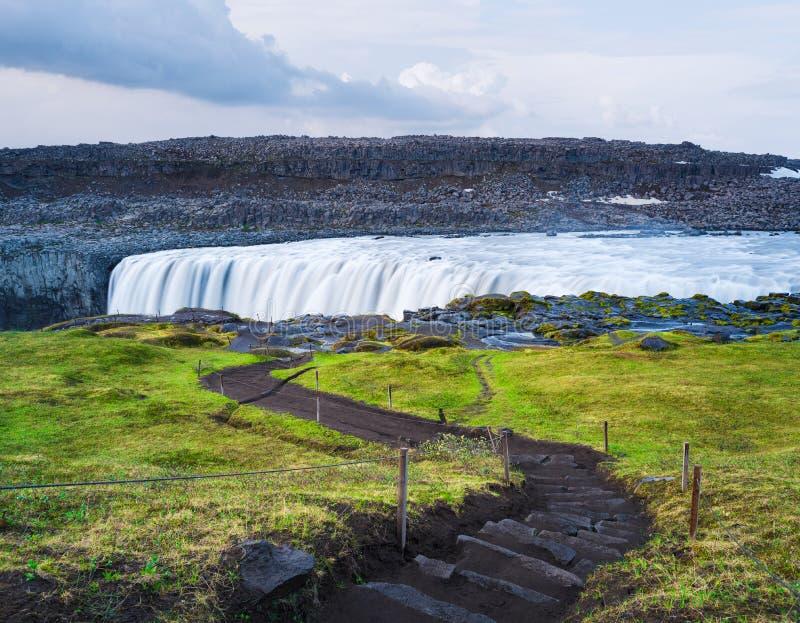 Ландшафт с водопадом Dettifoss, Исландией стоковое изображение rf